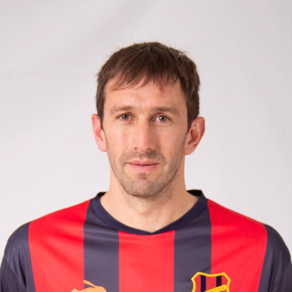 https://elfronton.club/wp-content/uploads/2019/09/Roberto_Iberbia_piti_08_Defensor_2.jpg