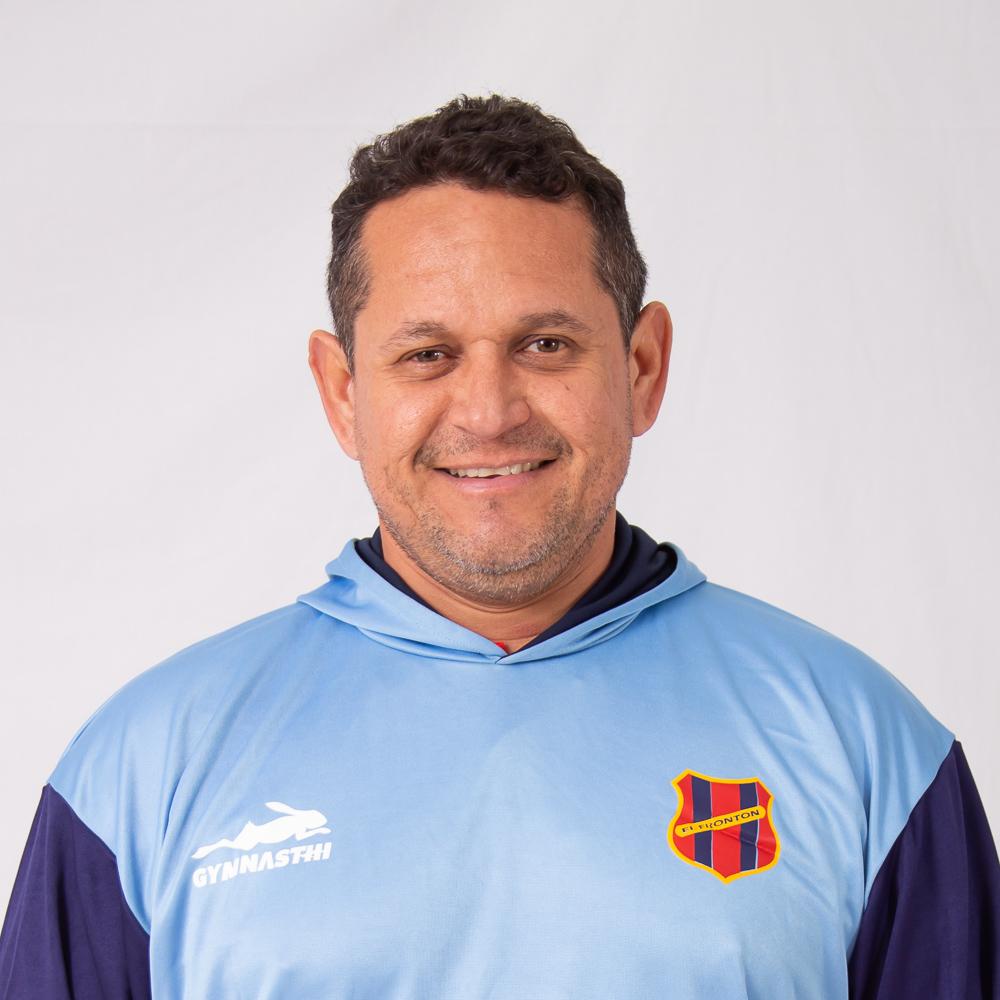 https://elfronton.club/wp-content/uploads/2019/09/Victor_Leones_casado_Preparador_Fisico_Categoria_2006_2007_2.jpg